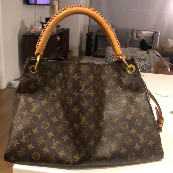 Louis Vuitton Handbags - SOLD Louis Vuitton Artsy MM